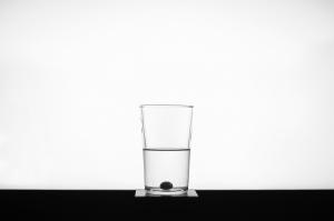 Glas Wasser am Tag setzt den Doktor Schachmatt